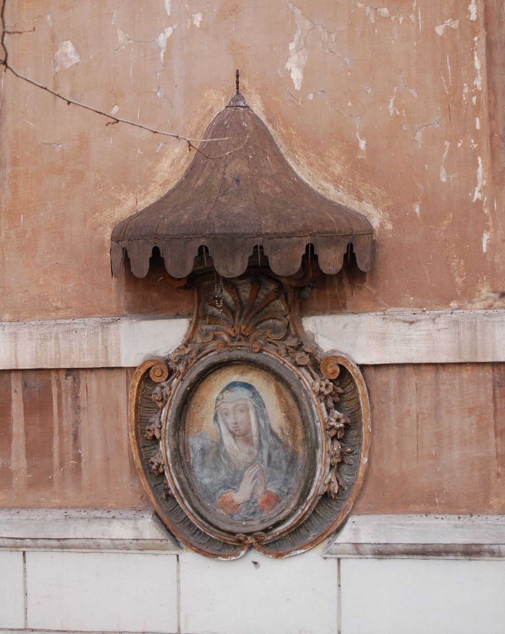 a na rogu każdej kamienicy obraz Matki Boskiej … Rzymski slow travel!