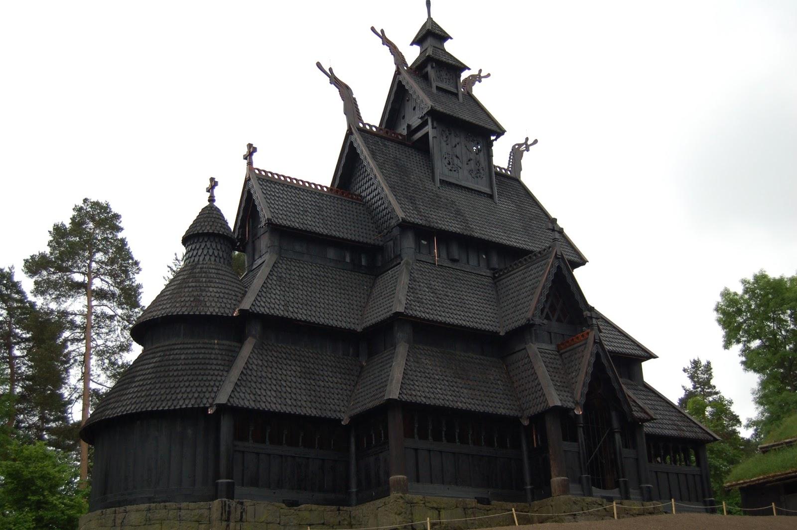 Stavkirken, kościół klepkowy, skansen w Oslo, architektura norweska