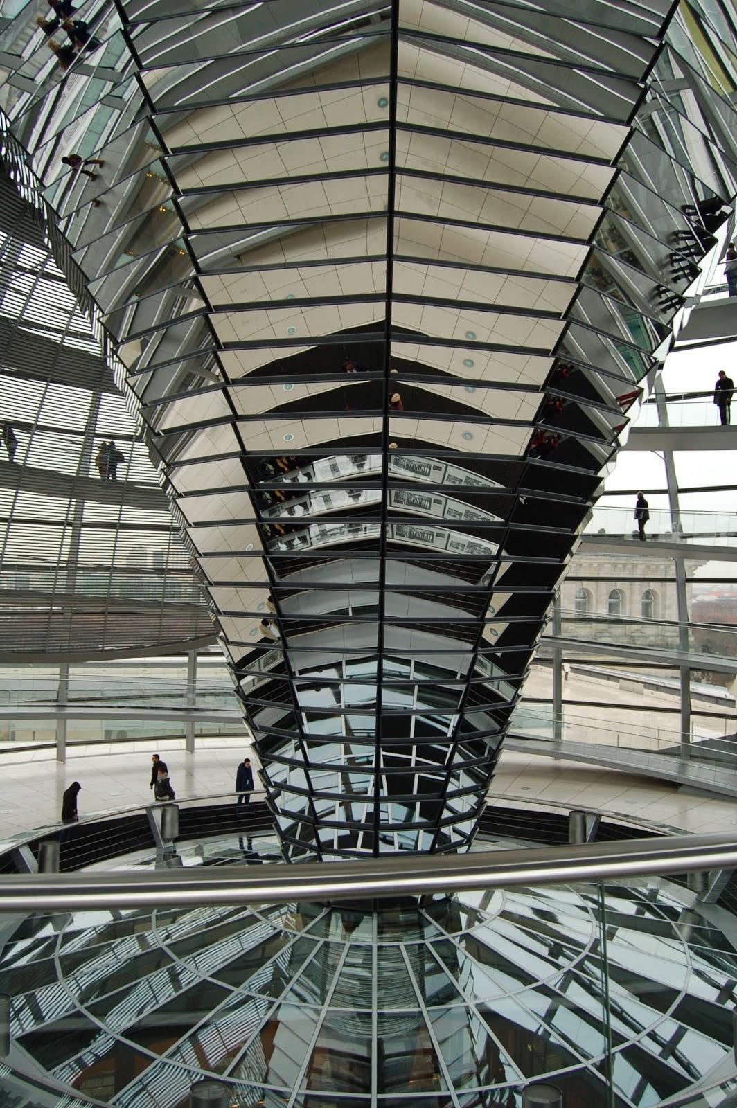 wnętrze Reichstagu, zwiedzanie kopuły, Berlin