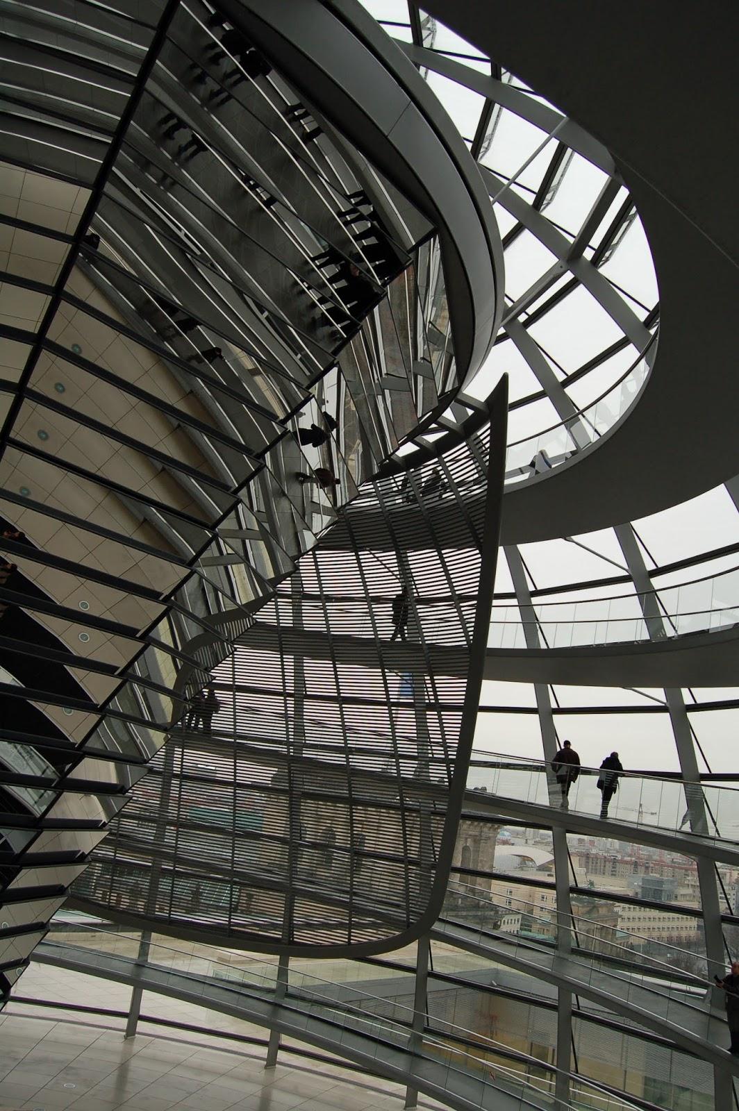kopuła na Reichstagu w Berlinie