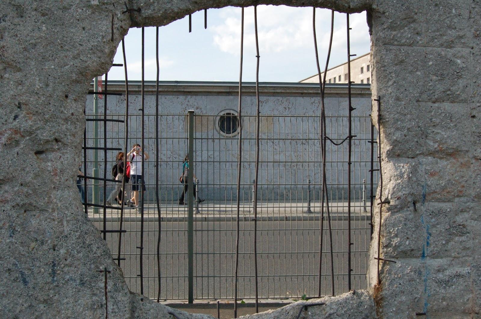 fragment muru berlińskiego, centrum Berlina