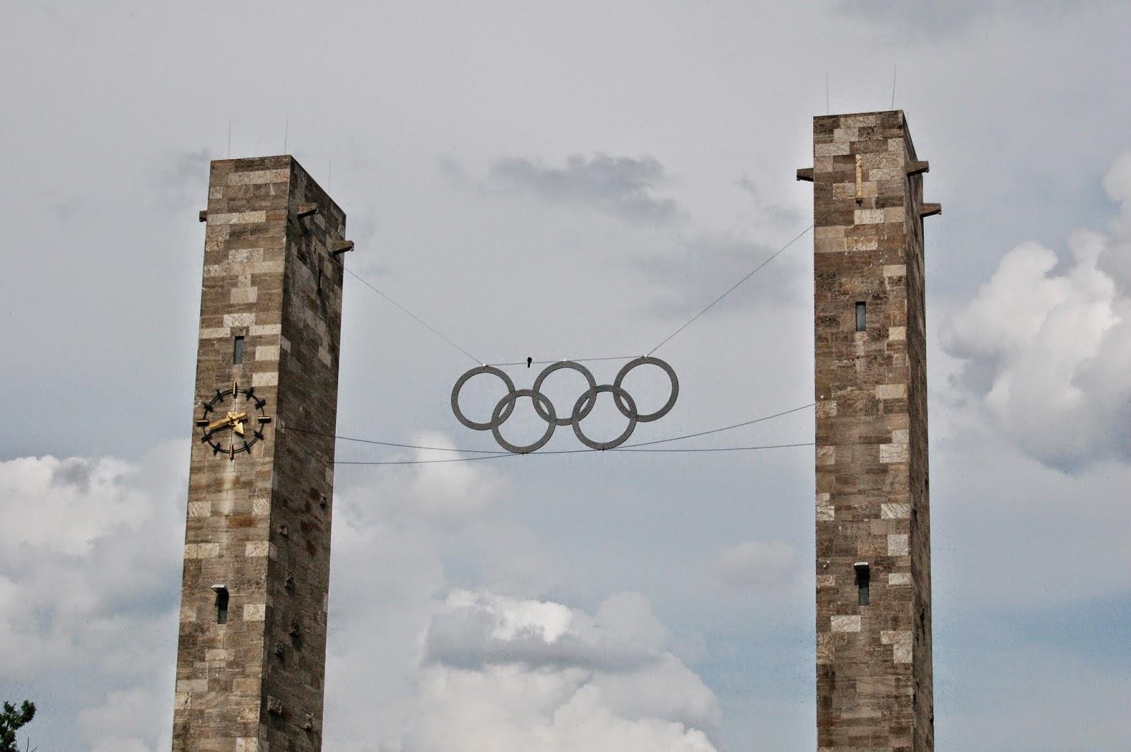 Stadion olimpijski w Berlinie, wieże