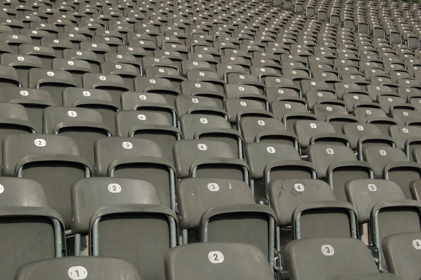 Stadion olimpijski w Berlinie, trybuny, krzesełka