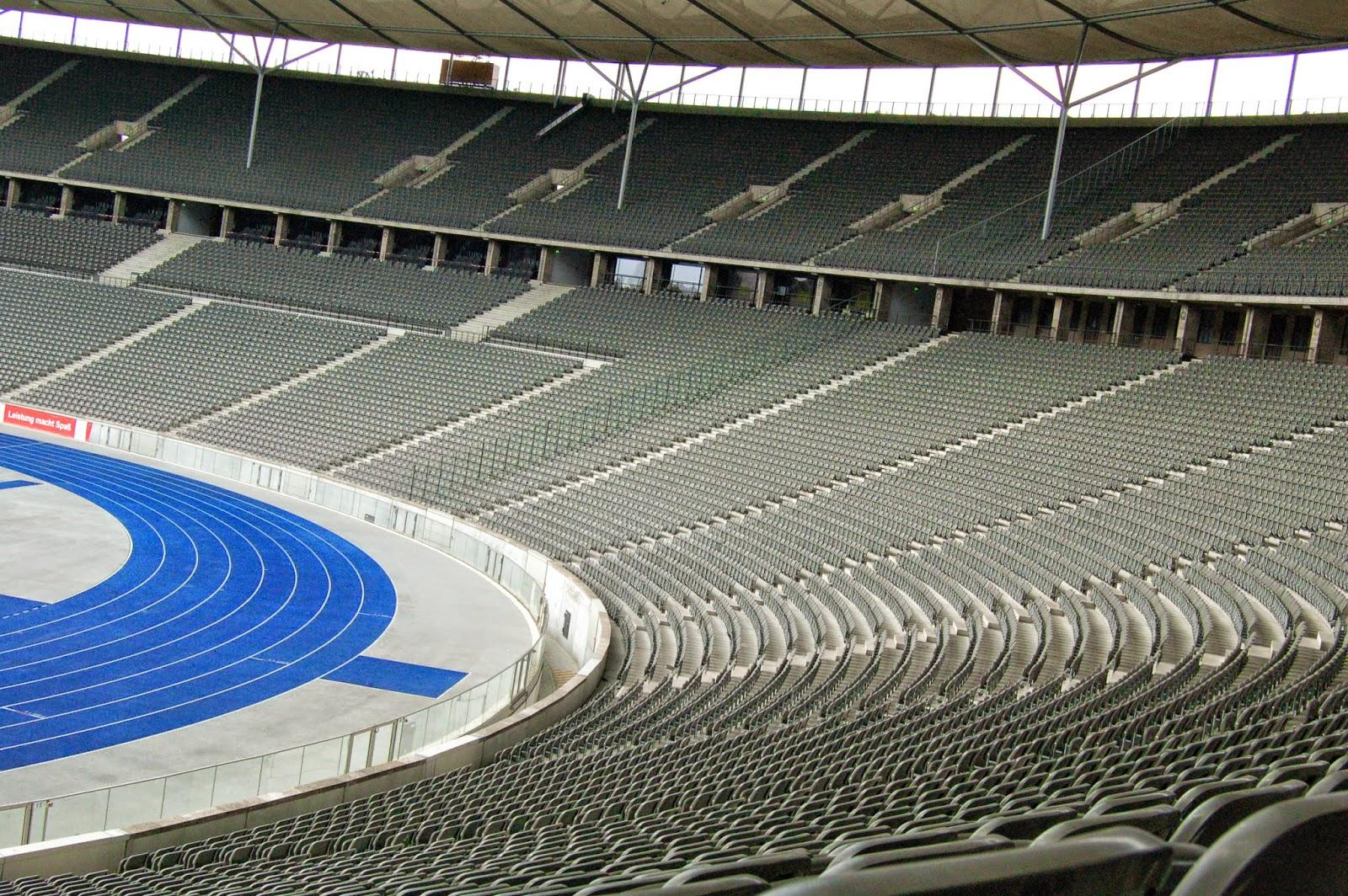 Stadion olimpijski w Berlinie, trybuny