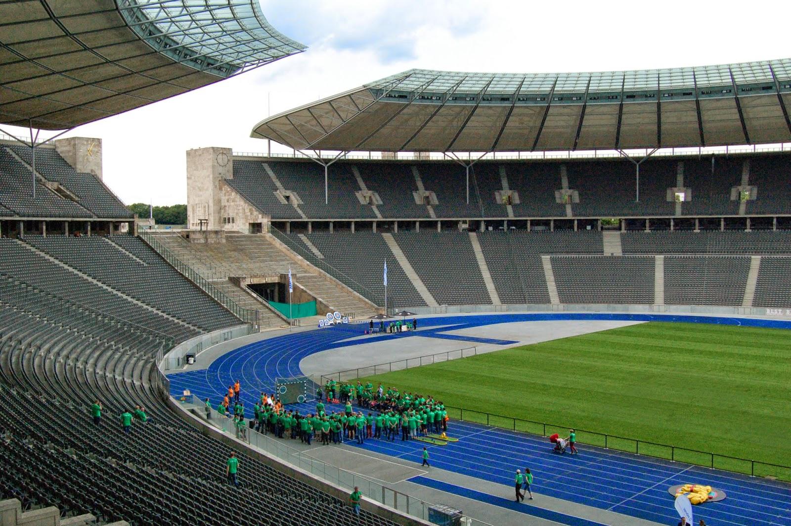 Stadion olimpijski w Berlinie, murawa