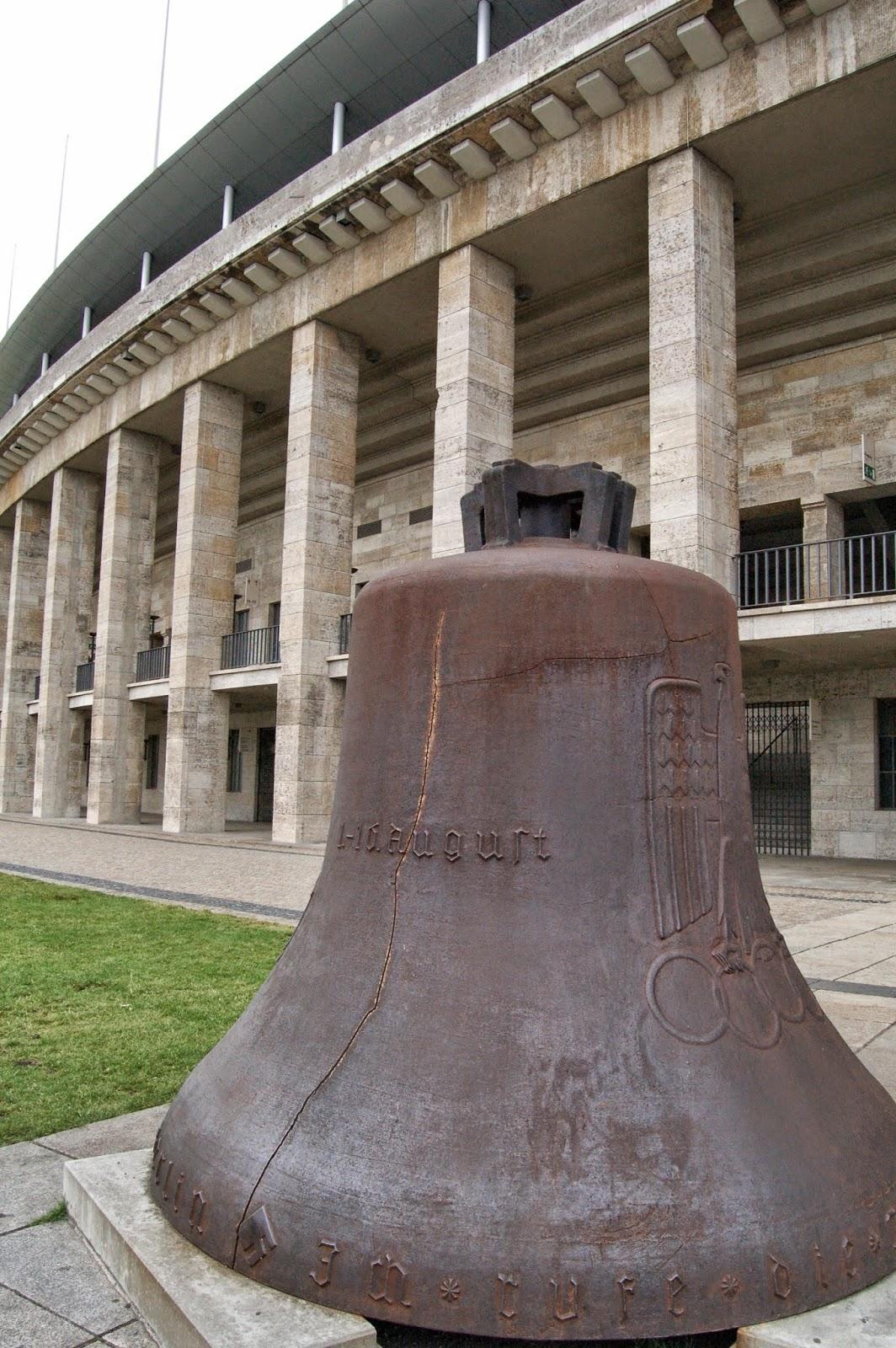 Stadion olimpijski w Berlinie, Olympiastadion, dzwon
