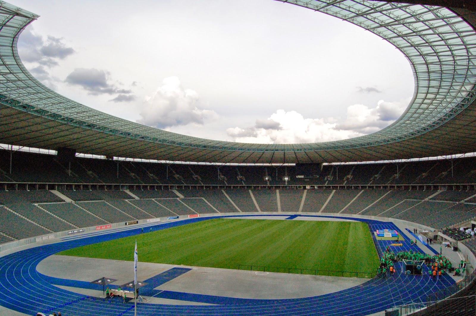 Berliński Stadion Olimpijski, widok wnętrza z trybun