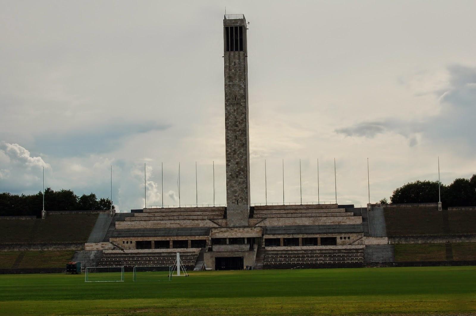 Stadion olimpijski w Berlinie, widok z murawy