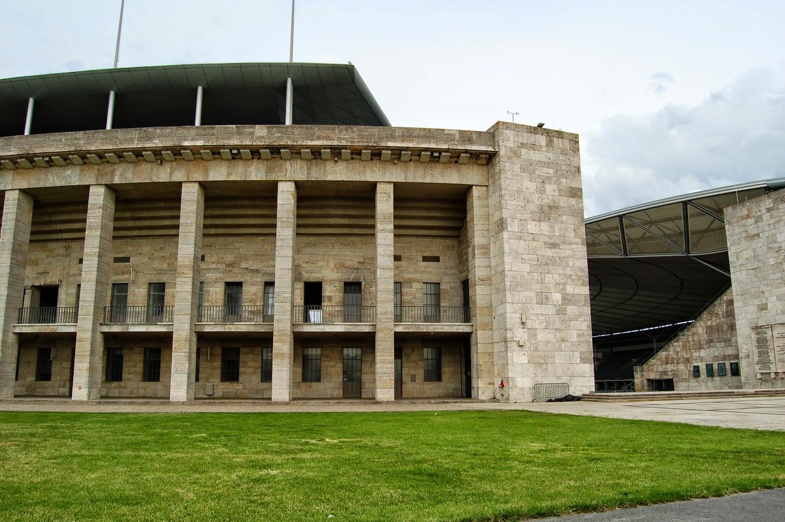 Stadion olimpijski w Berlinie, widok z zewnątrz