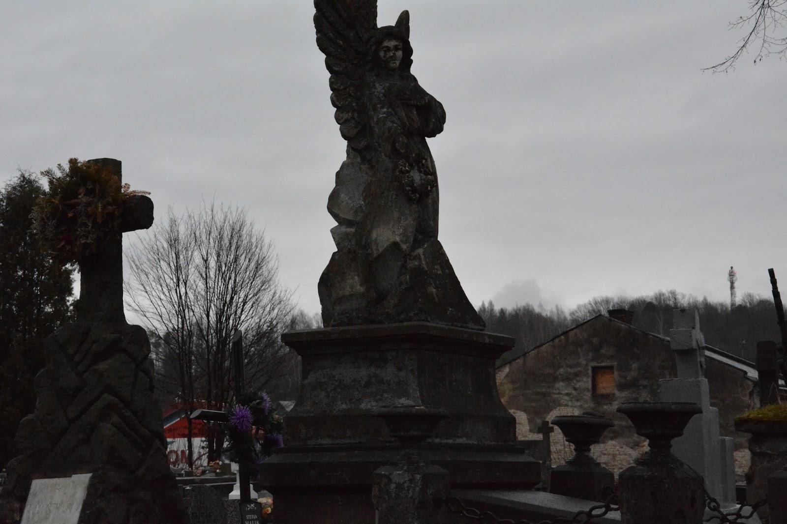 Beksiński, Sanok, Szlak Beksińskich w Sanoku, cmentarz w Sanoku