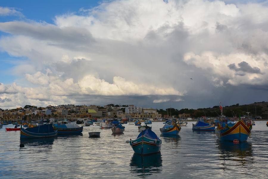 tradycyjne kolorowe łodzie, Malta