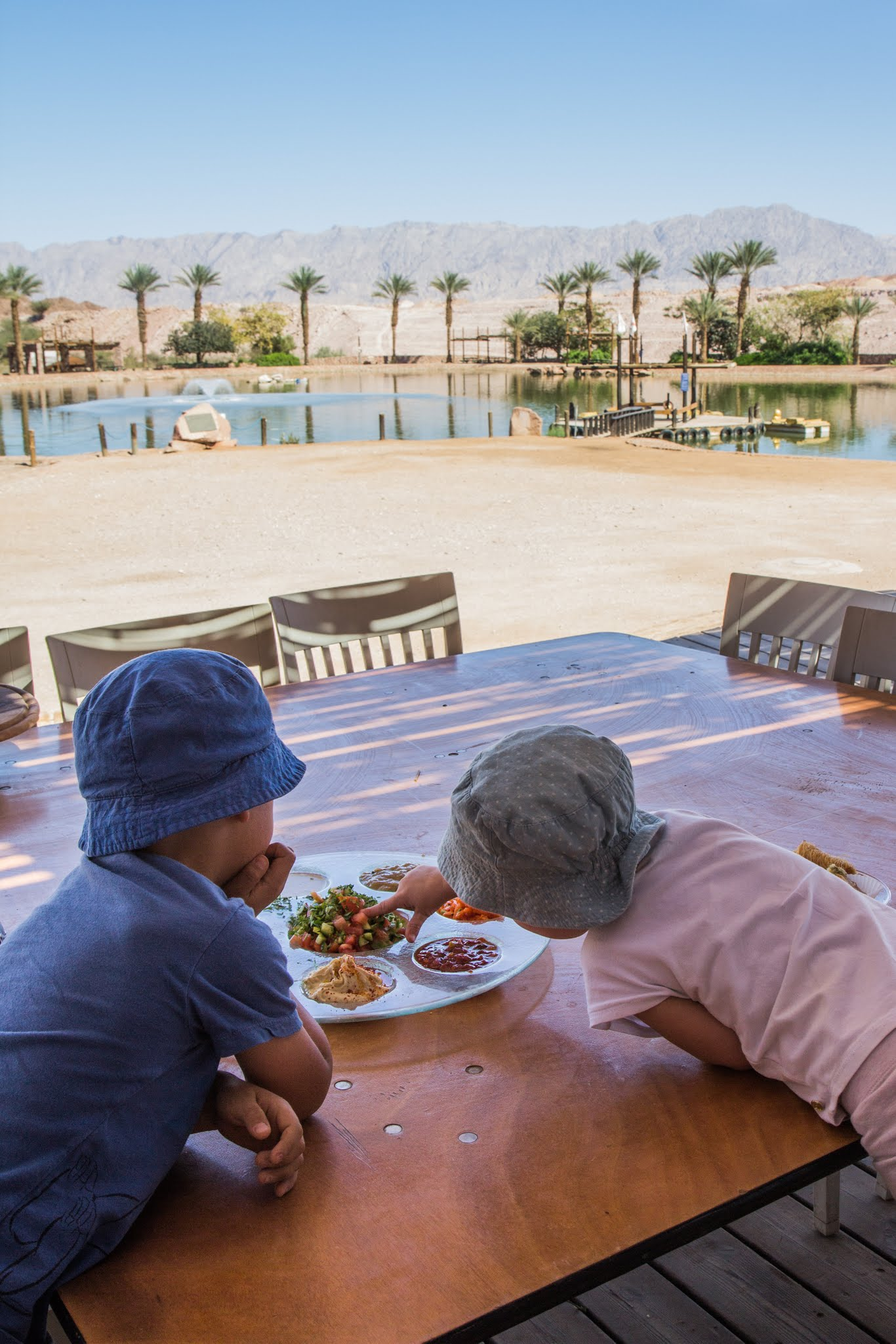 Timna Park w Izraelu, jeziorko i restauracja