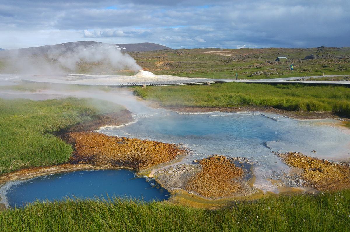 Dzikie gorące źródła – termalne hity i kity na mapie Islandii