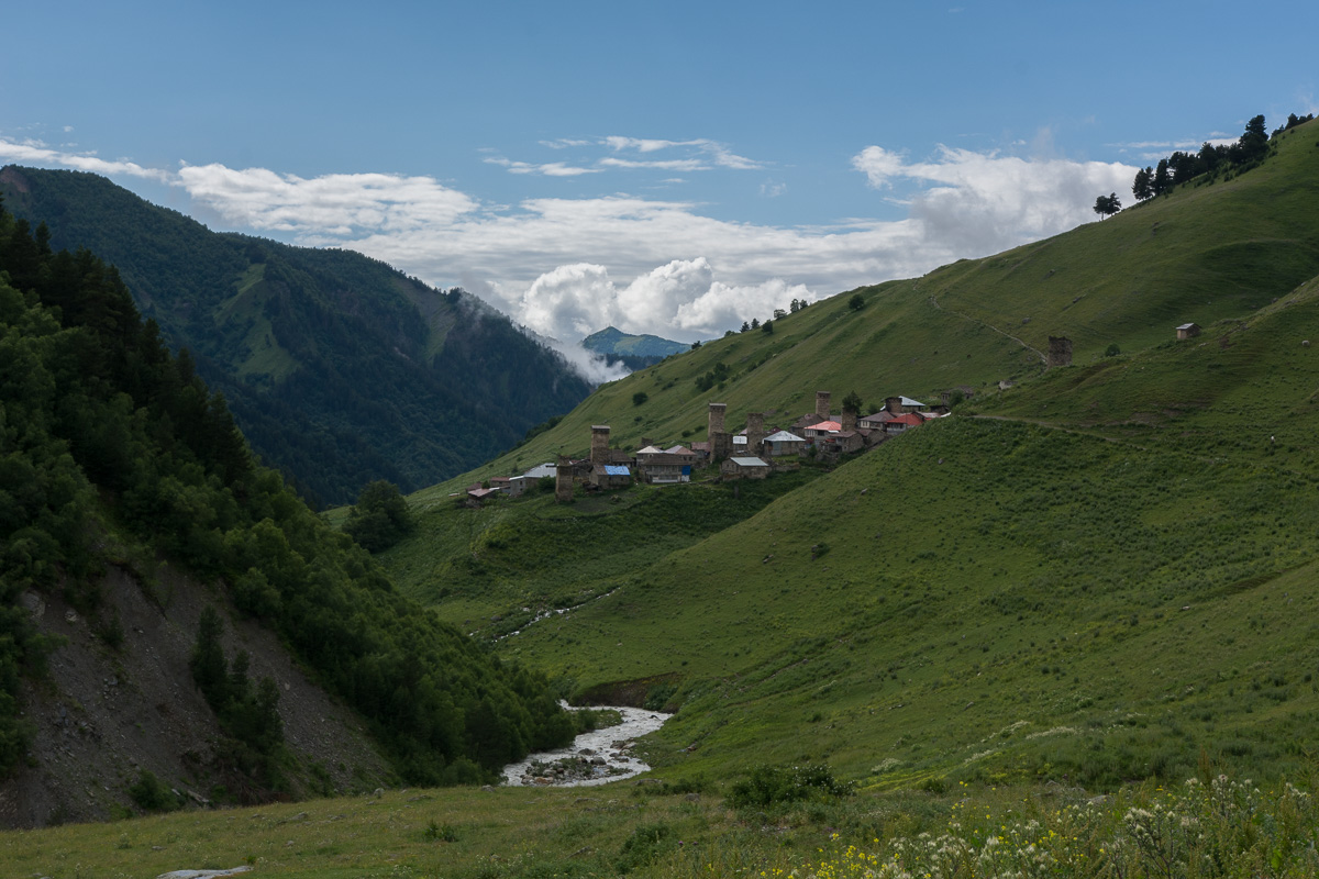 wieś Adiszi, Swanetia, Gruzja, wieże z kamienia