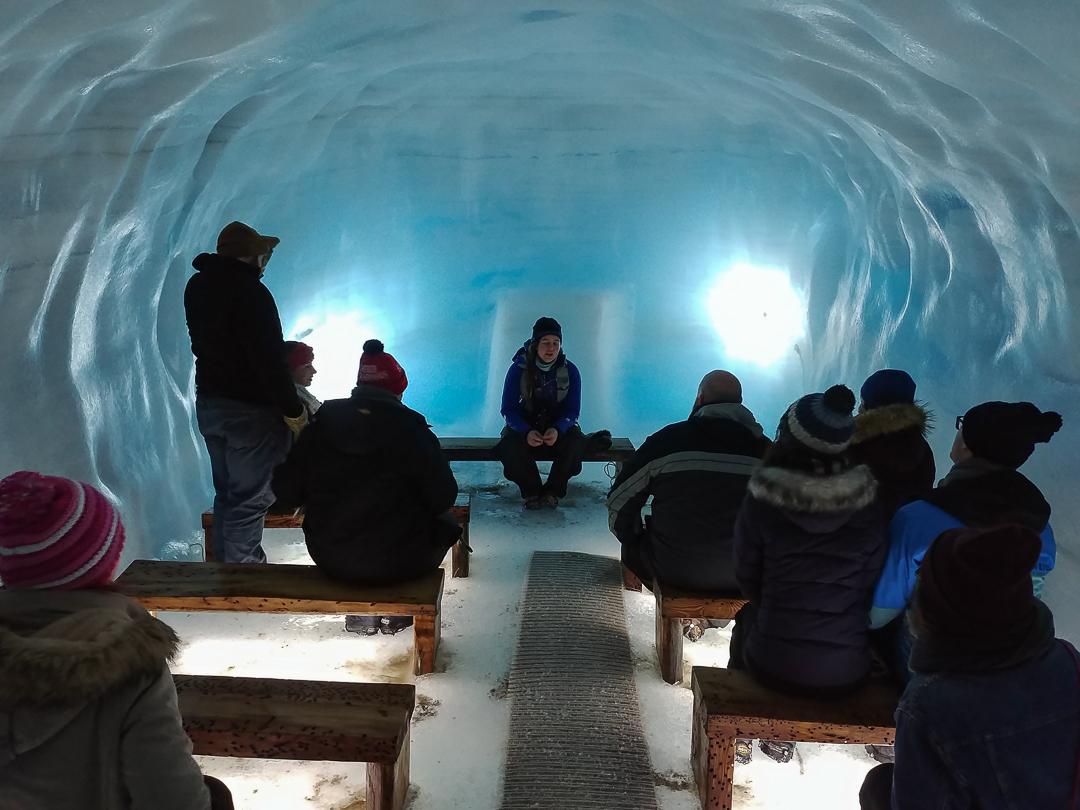 kaplica w lodzie, ice cave, tunel lodowy, lodowiec Langjokull, Islandia