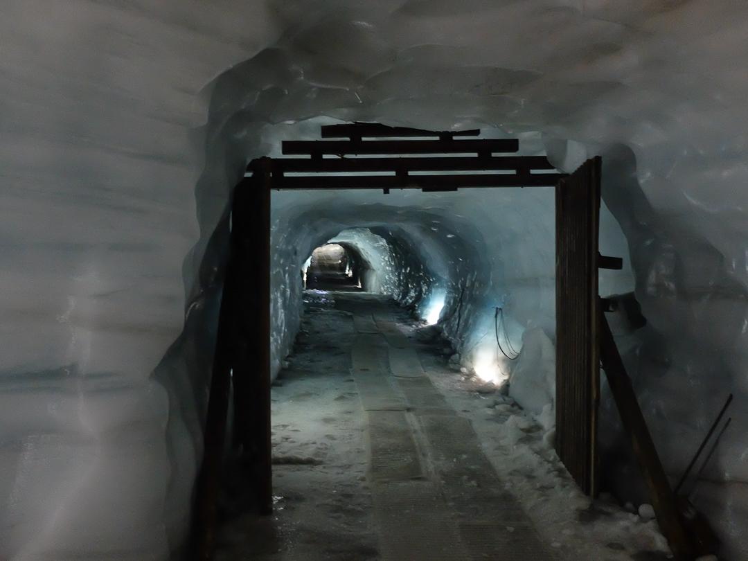 Langjokull, Islandia, ice cave