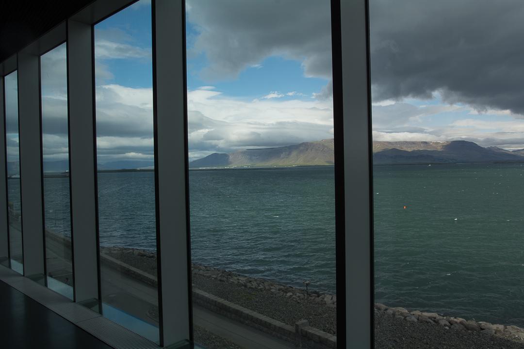 widok z Harpy na masyw Esji, Reykjavik