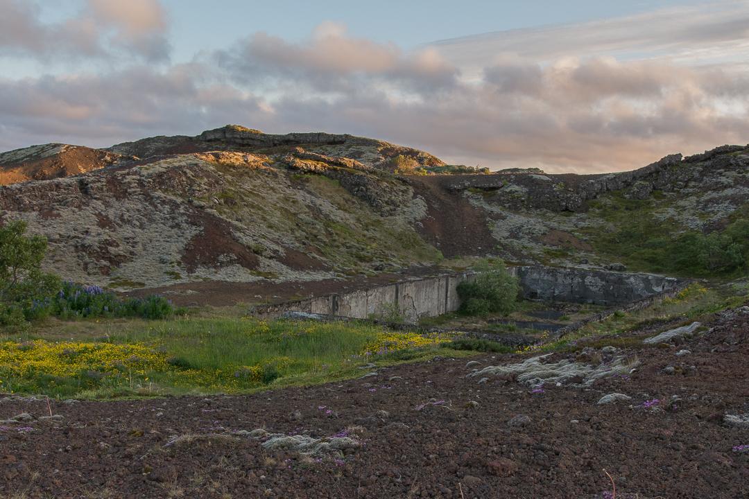 Rauðhólar, pozostałości po budowlach