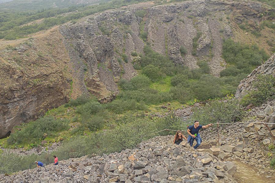 odcinek z piargami, szlak do wodospadu Glymur, Islandia