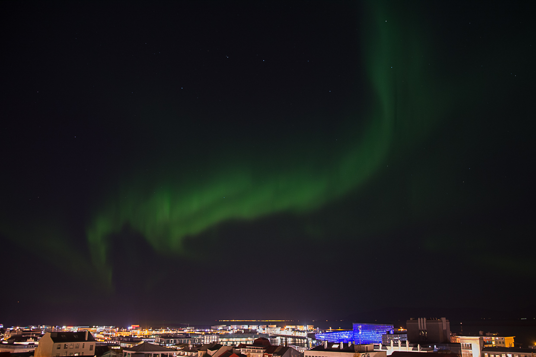 Zorza polarna w Reykjaviku, Islandia