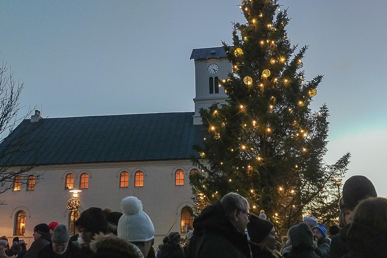 Reykjavik, choinka z Oslo, Islandia w grudniu