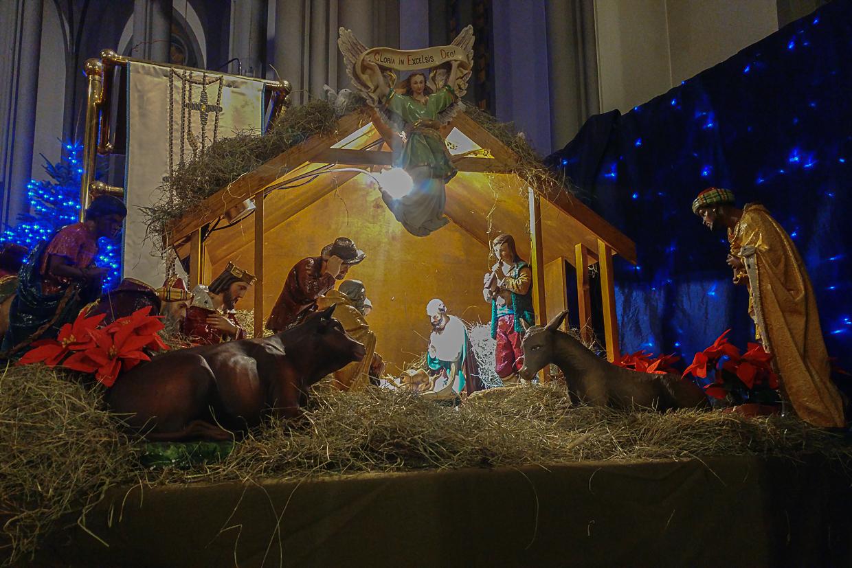 szopa bożonarodzeniowa w katedrze katolickiej w Reykjaviku