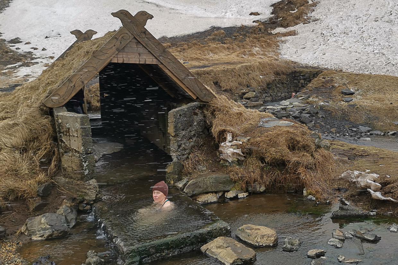 Hrunalaug, dzikie gorące źródło, Islandia