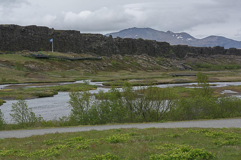 Lögberg - skała prawa w Thinvellirze, rzeka Oxara