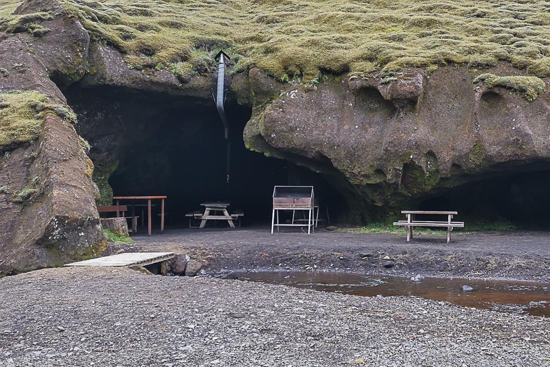 Jaskinia Miðfellshellir , kamping Þakgil